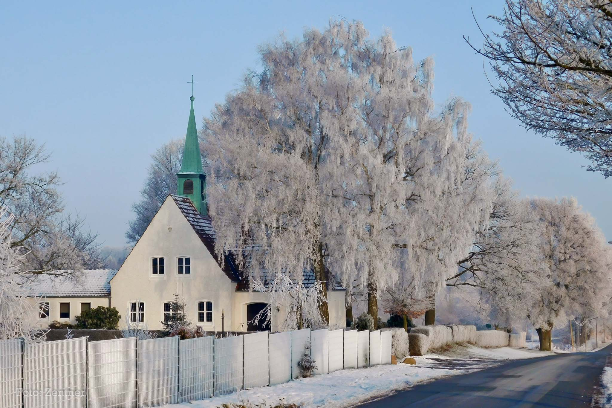 Adventskapelle im Winter